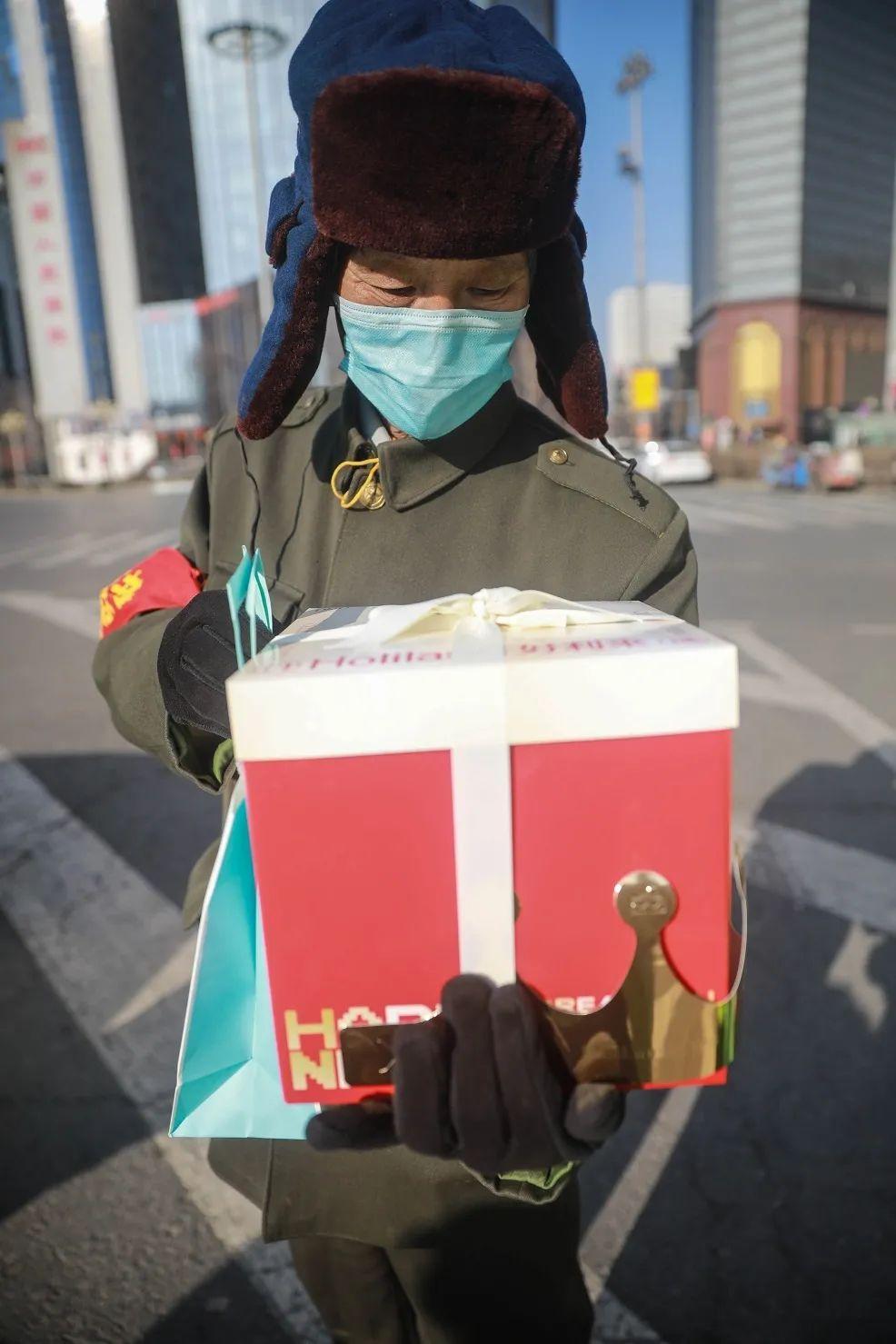 """【共筑平安中国年】70岁""""铁哨""""春节这样过生日"""