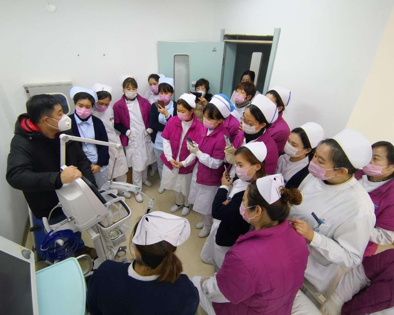 护理部组织护士呼吸机培训.jpg