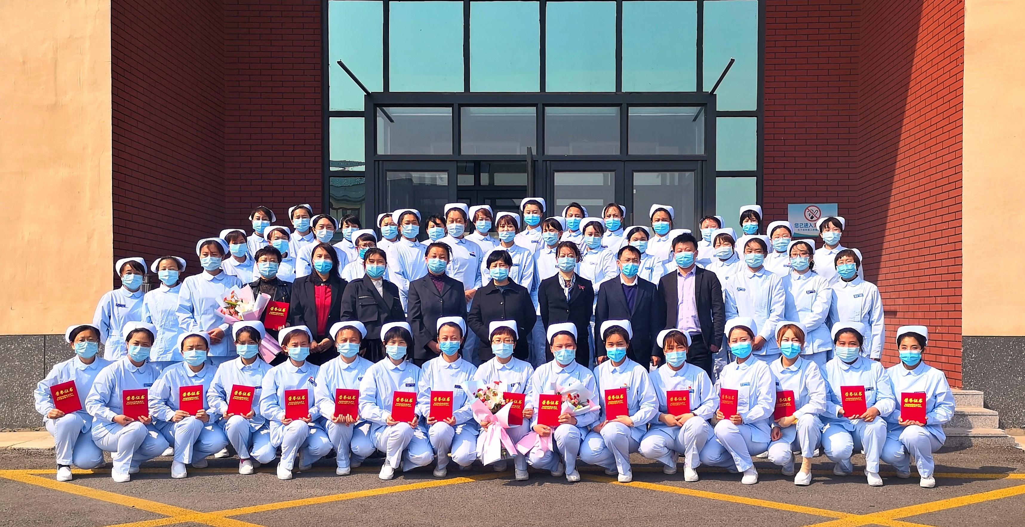 5.12护士节全体护士合影.jpg